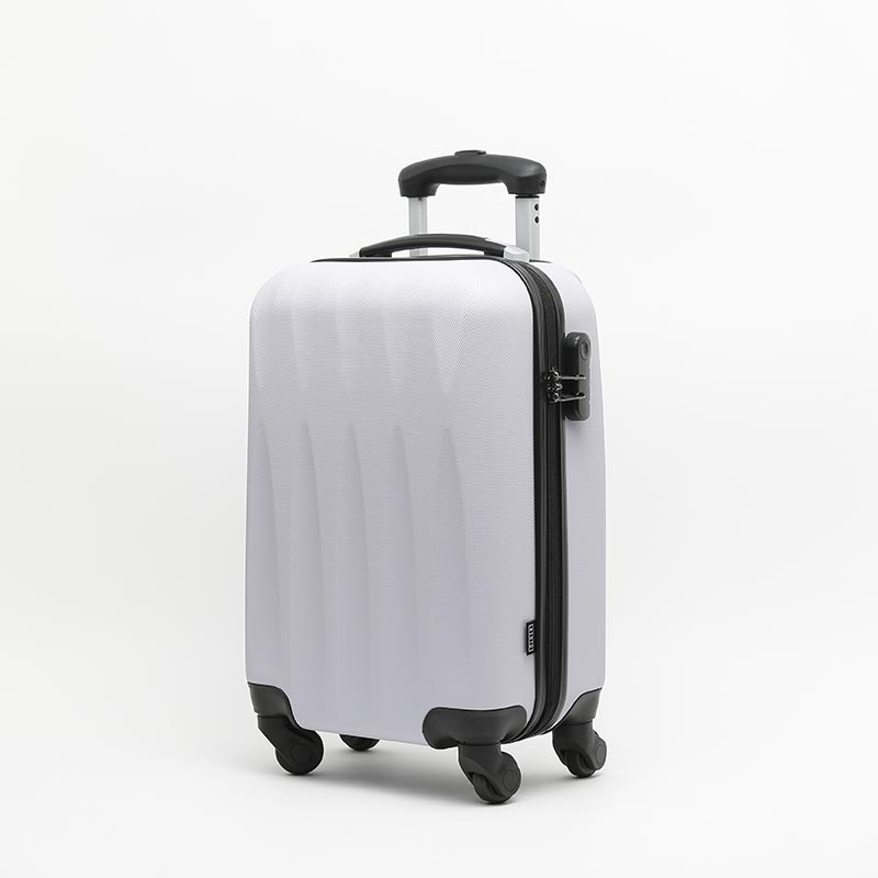 https://www.misako.com/media/PaginasEstaticas/Angela_Marmol/4000431a-misako-sonrie-maleta-pequena.jpg